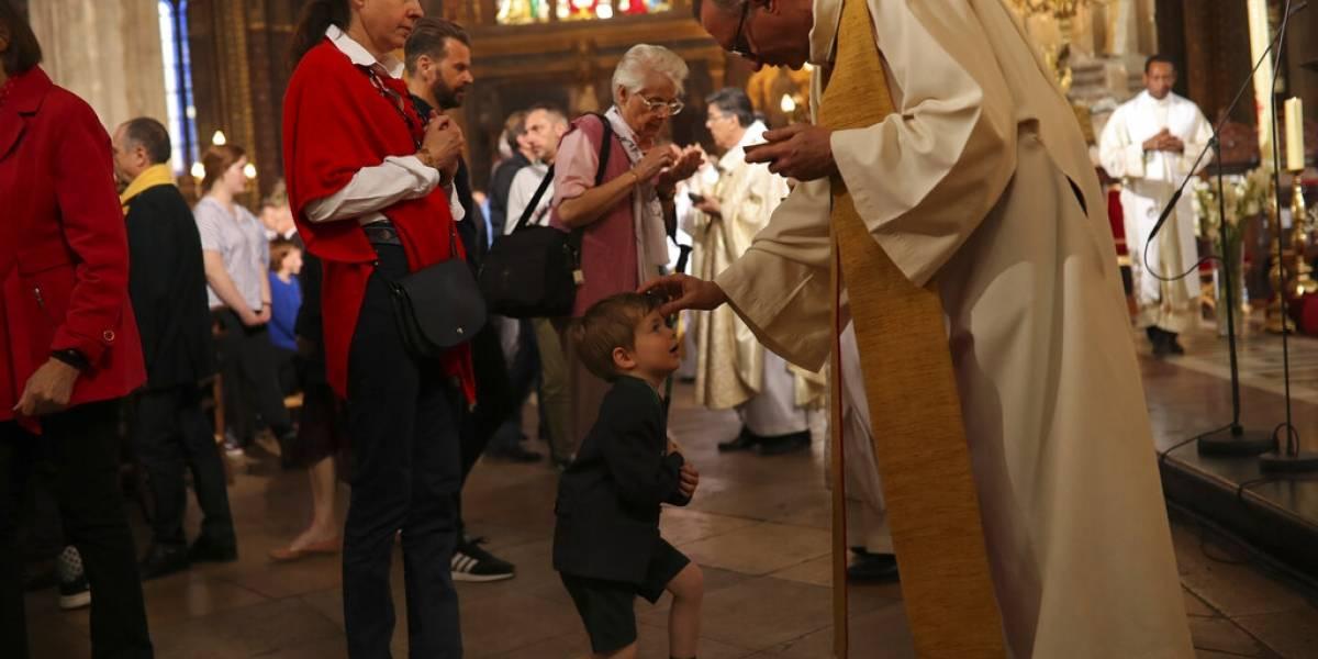 Dedican misa en París a los bomberos que salvaron Notre Dame