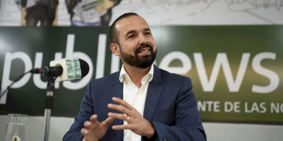 Amilcar Rivera acompaña a sus hermanos a tomar posesión como diputados