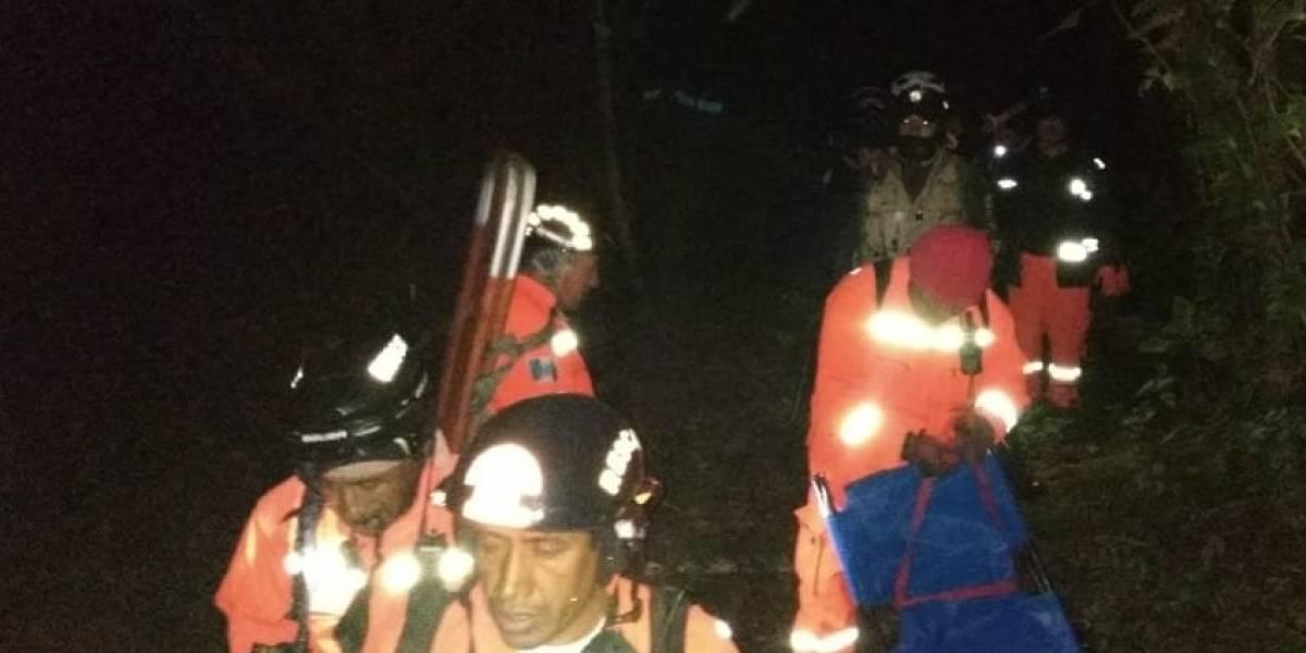 Socorristas buscan a turista extraviado en laguna de Chicabal