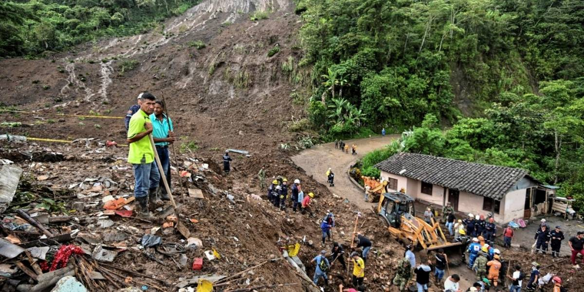 EN IMÁGENES. Al menos 19 muertos y 14 desaparecidos por deslave en Colombia