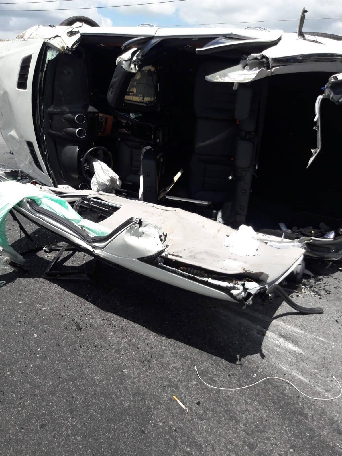 Foto: Así terminó la guagua que se volcó en el expreso PR-52 Suministrada