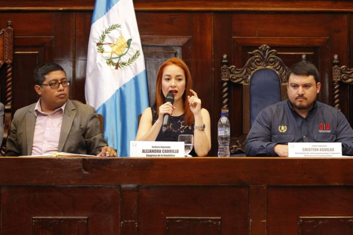 Alejandra Carrillo dirigiendo una citación en el Congreso. Foto: Congreso