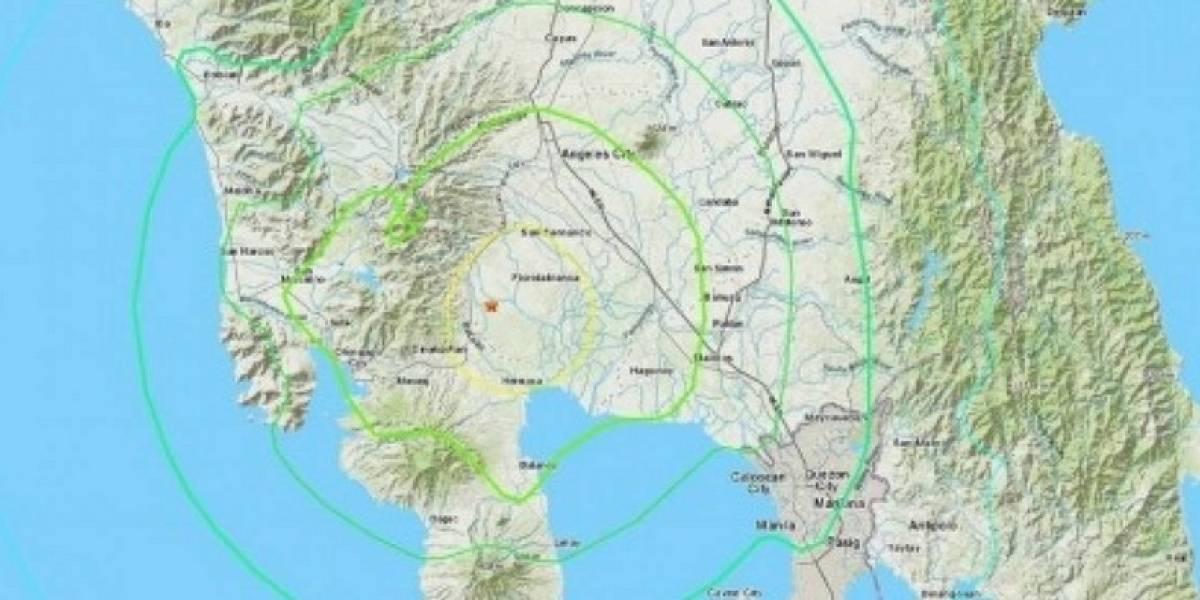 Terrorífico momento cuando se estremecen edificos por terremoto en Filipinas