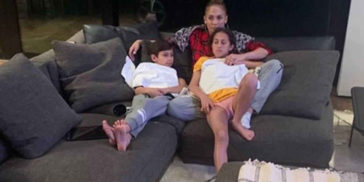 La hija de Jennifer Lopez posa con leggings con el rostro de su mamá
