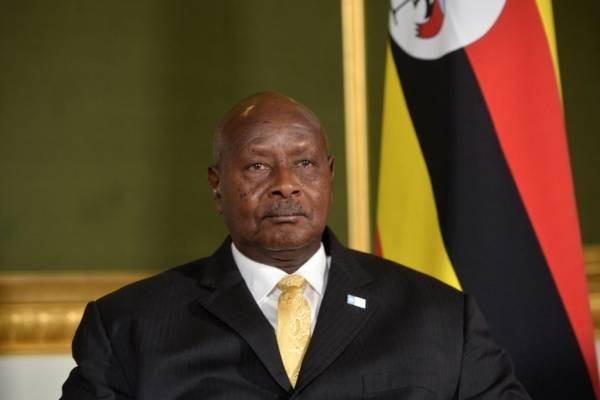 """Presidente de Uganda quiere prohibir el sexo oral: """"La boca es para comer"""""""