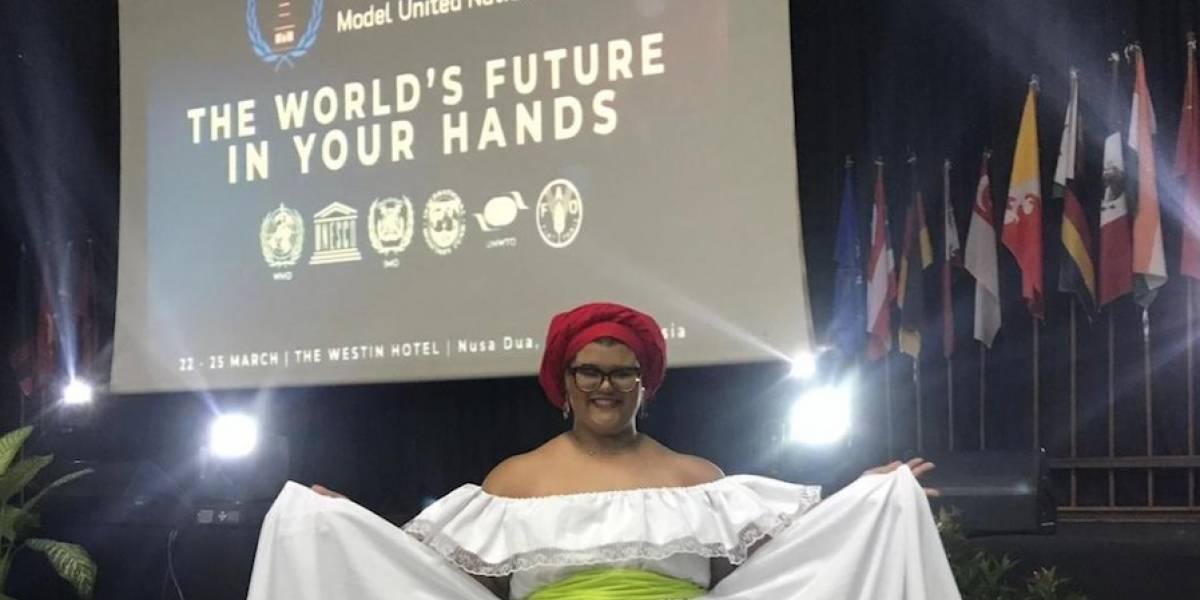Estudiante pone en alto el nombre de la UPR Humacao en Bali