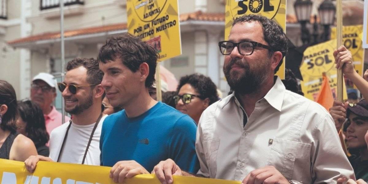 Marchan en Adjuntas por un futuro de energía solar para Puerto Rico