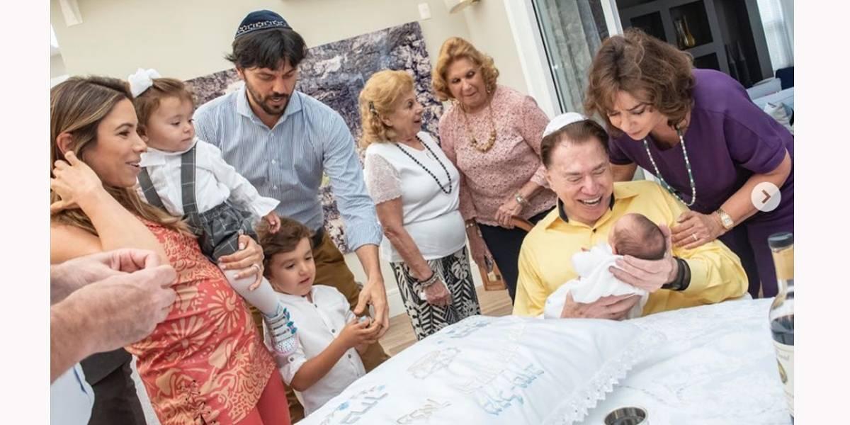 Silvio Santos se emociona com neto em cerimônia de circuncisão