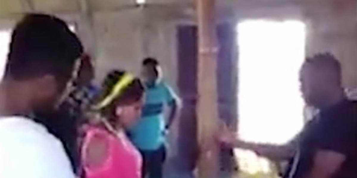 (Video) Pastor besa con pasión a mujeres creyentes para sacarle los demonios, supuestamente