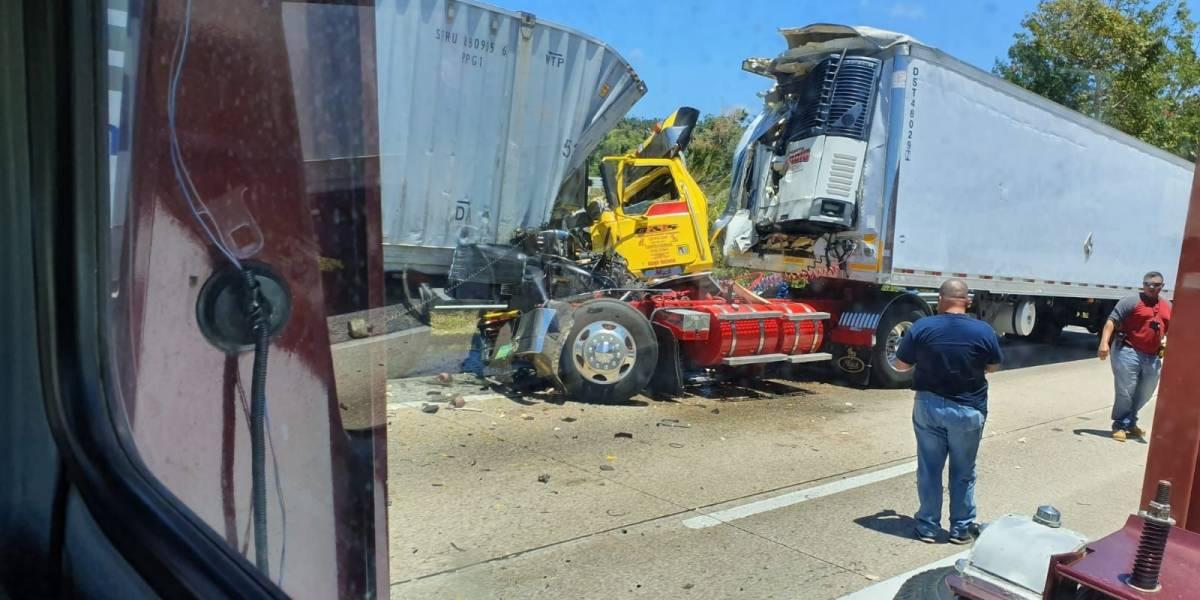 Accidente entre dos camiones en el Expreso 22