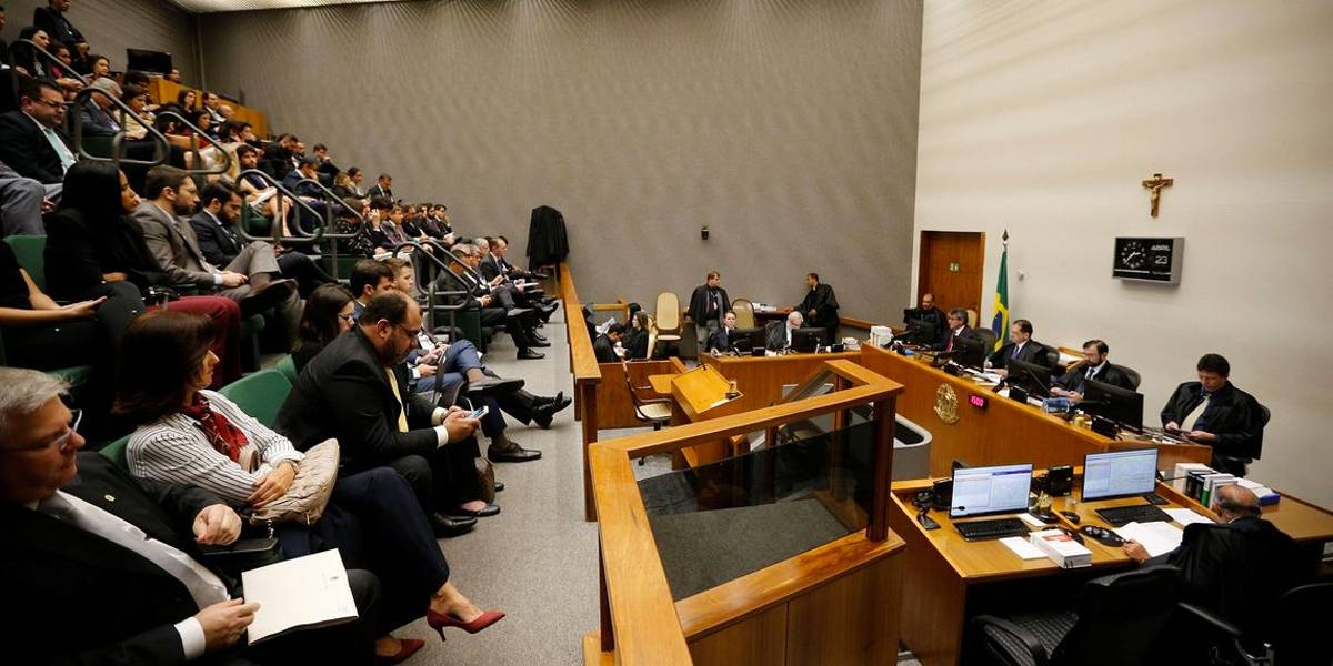 STJ reduz pena de Lula para 8 anos e 10 meses