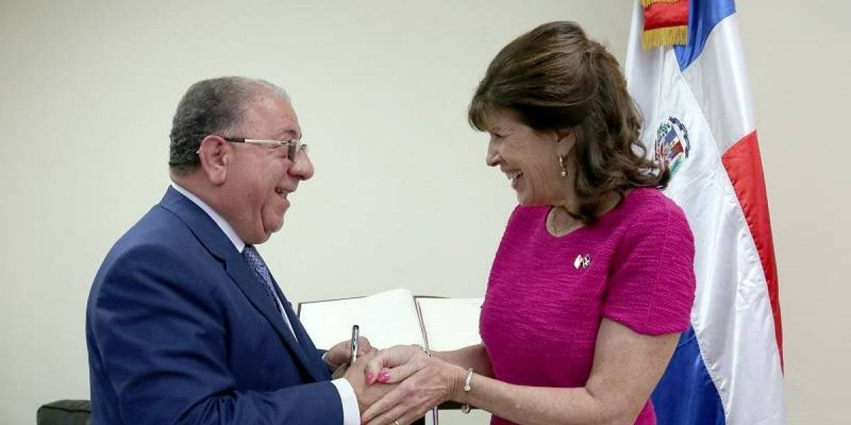 José Ramón Fadul recibe visita de cortesía de la embajadora de EE.UU. en RD