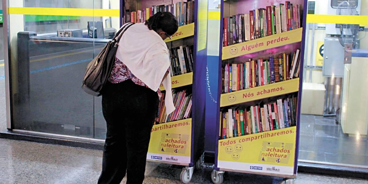 Projeto oferece livros de graça em estação do Metrô