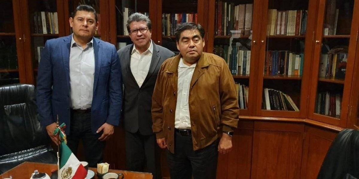 Por el bien de Morena, Monreal pone fin al conflicto entre Barbosa y Armenta