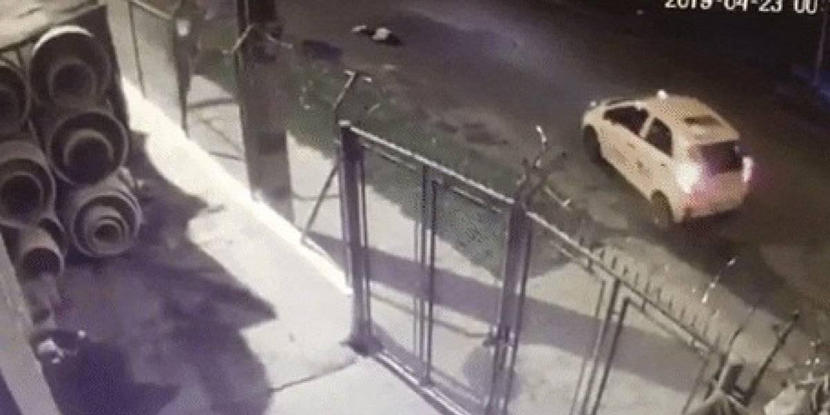 El taxista que atropelló a dos adolescentes después de un robo fue enviado a casa por cárcel