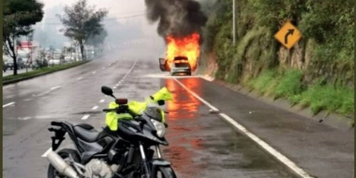 Incendio vehicular en la Simón Bolívar, Quito