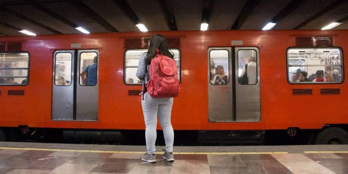 Manchan de semen pantalón de una joven en el Metro Culhuacán