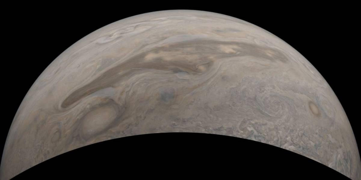 Sonda Juno da NASA registra imagens detalhadas da superfície de Júpiter