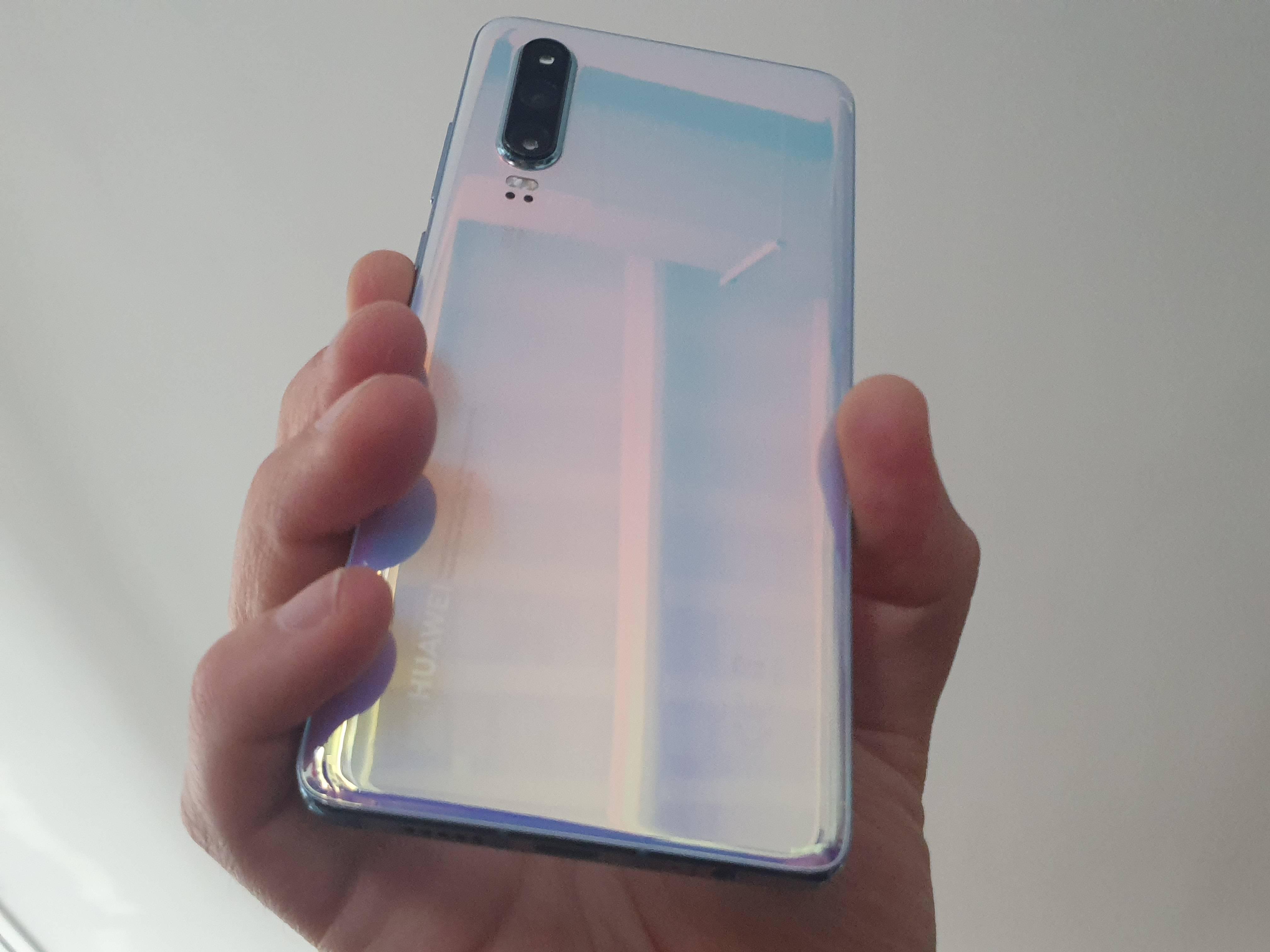 Lo mejor en un tamaño más reducido: Review Huawei P30 [FW Labs]