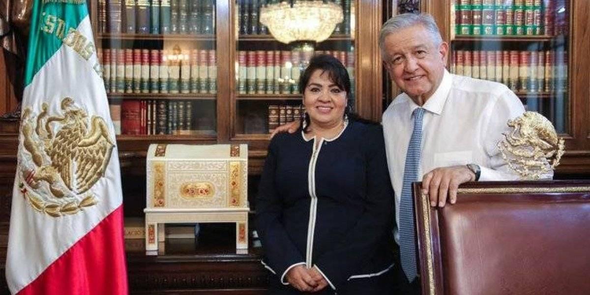 AMLO promete a Nestora Salgado libertad para presos políticos