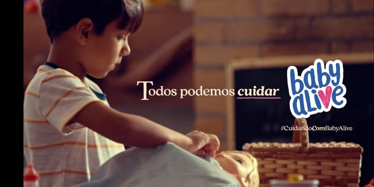 Comercial da 'Baby Alive' mostra que meninos também podem brincar de boneca