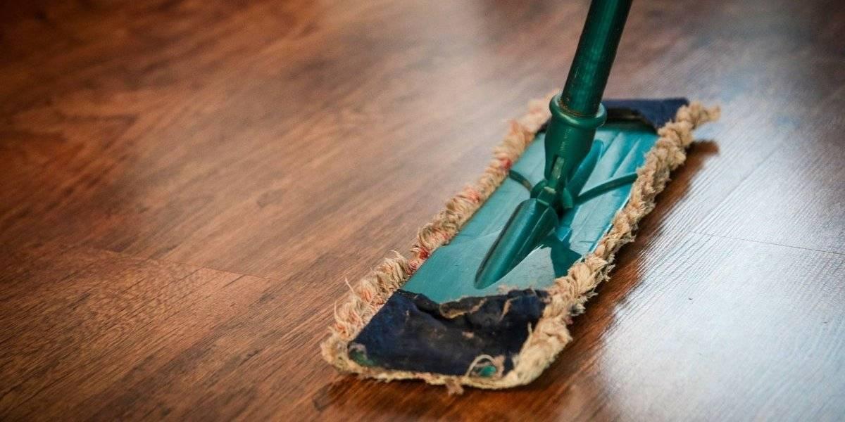 Lavar louça, bater roupa e limpar a casa pode te privar de doenças mentais no futuro, diz estudo