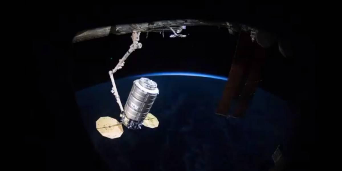Vídeo da NASA mostra momento exato em que nave cargueira se conecta à Estação Espacial Internacional