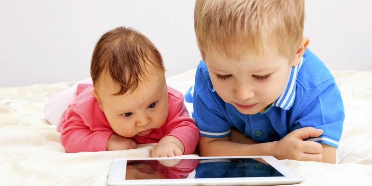 OMS: Bebés no deben ver pantallas de TV o teléfonos celulares