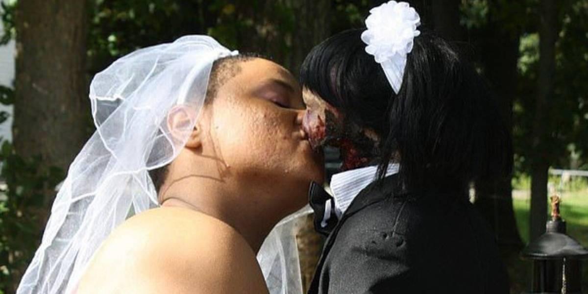 Una mujer contrajo matrimonio con una muñeca zombie que compró en Internet