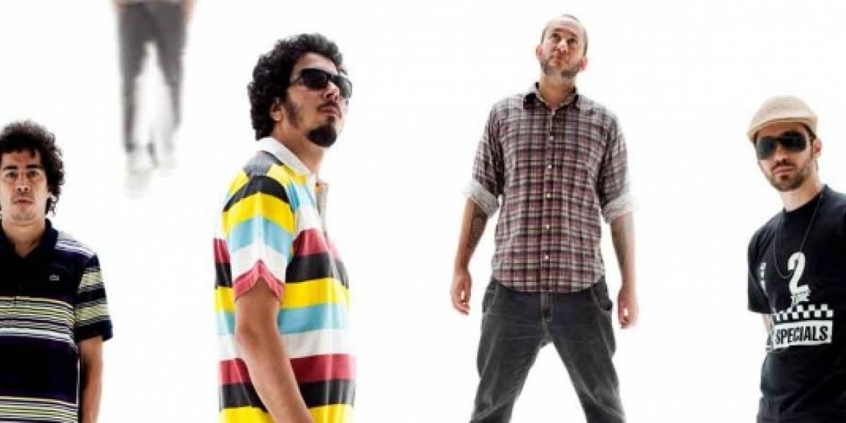 Los Sebozos Postizos toca Bob Marley na Vila Madalena