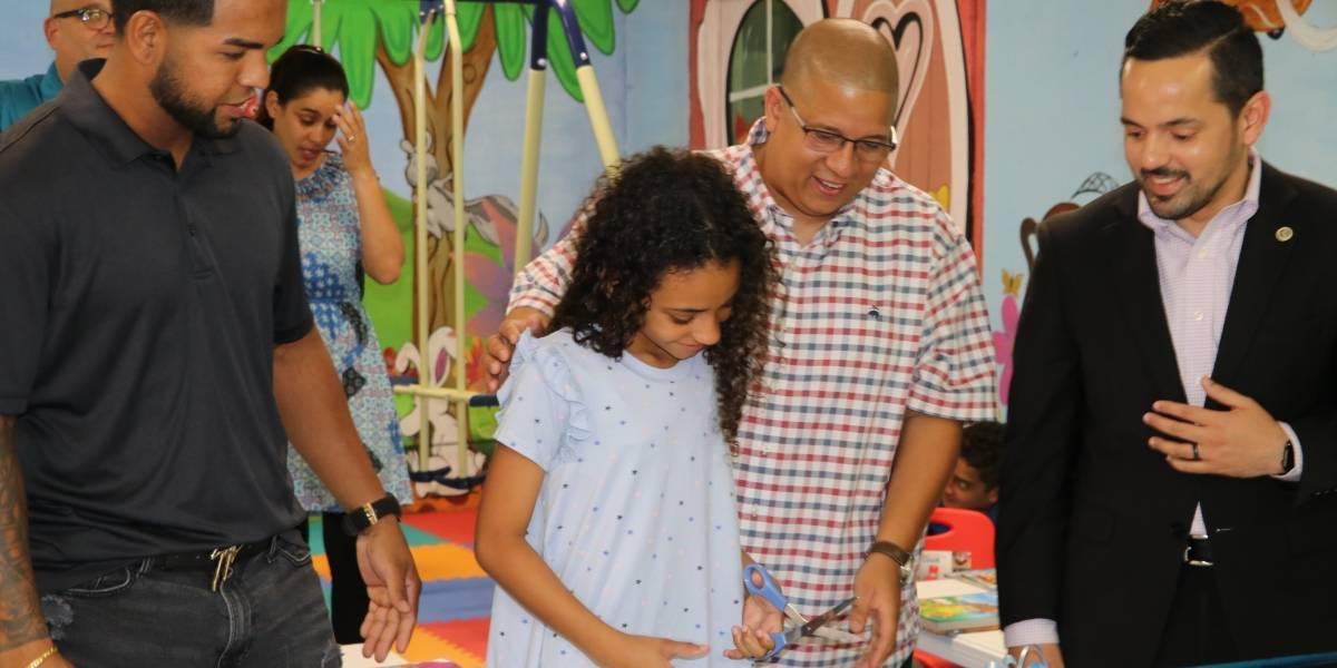 """Héctor """"El Father"""" y su fundación inauguran área recreativa para familias de confinados"""