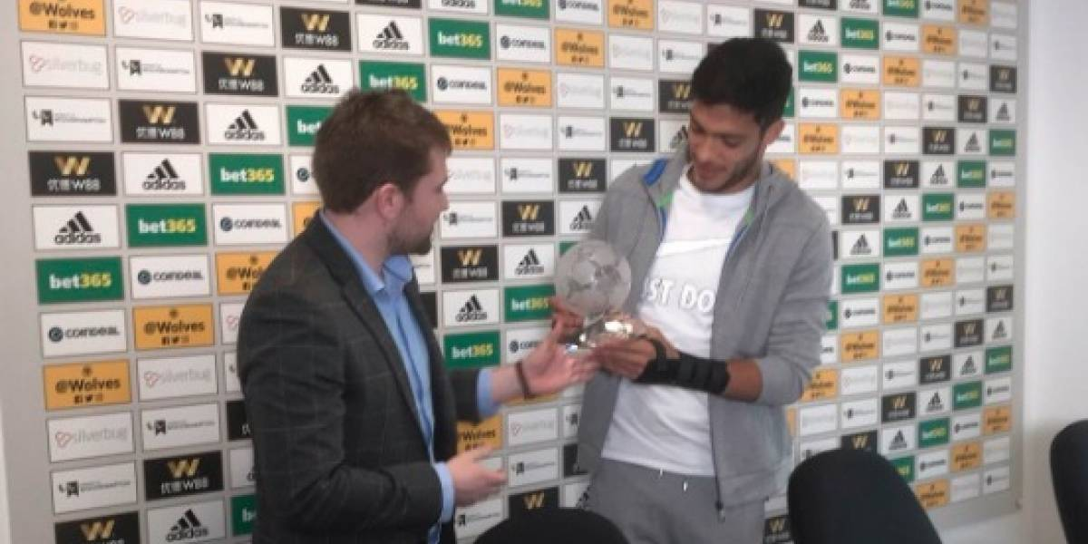 Eligen a Raúl Jiménez como el mejor jugador de la Liga Premier