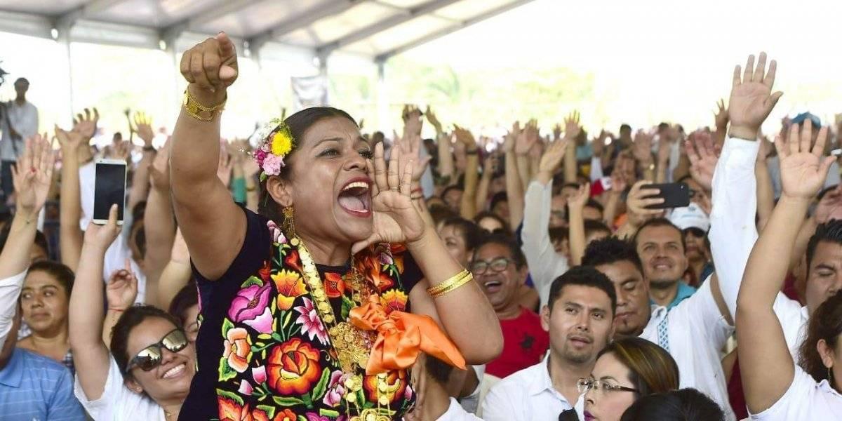 A mano alzada, AMLO consulta en Juchitán Proyecto del Istmo