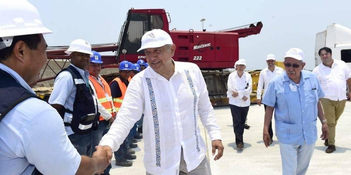 Supervisa AMLO proyectos para desarrollo portuario en Oaxaca