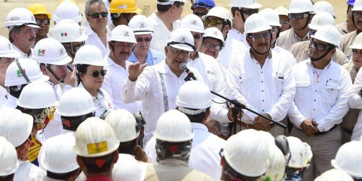 """""""Ayúdennos"""", pide AMLO a trabajadores de Pemex en Salina Cruz"""