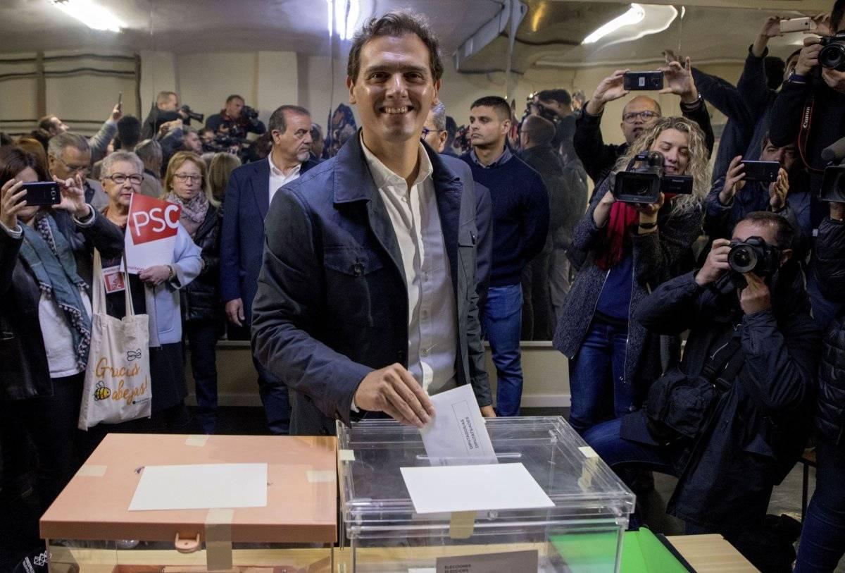 El líder del partido Ciudadanos, Albert Rivera, vota en las elecciones generales en Hospitalet de Llobregat, Barcelona, España, el domingo 28 de abril de 2019. (AP Foto/Joan Monfort) AP