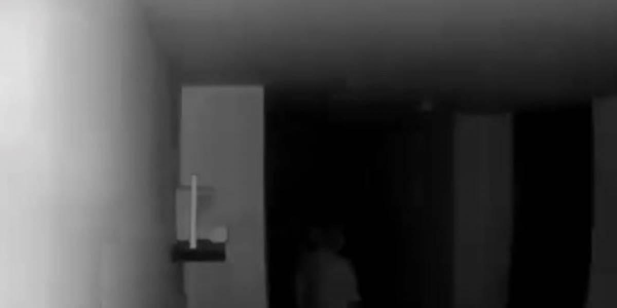 """Periodista de La W revela espeluznante video de """"fantasma"""" en su casa"""