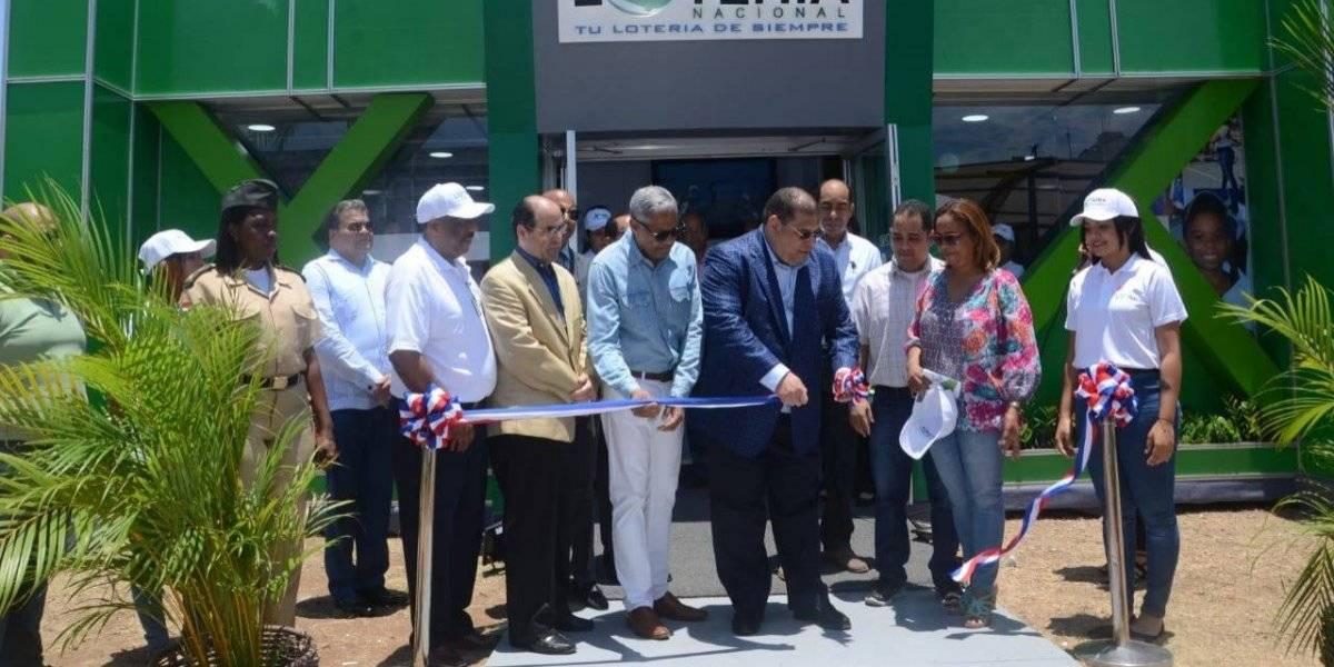 Administrador de la Lotería Nacional inaugura stand en la XXII Feria Internacional del Libro