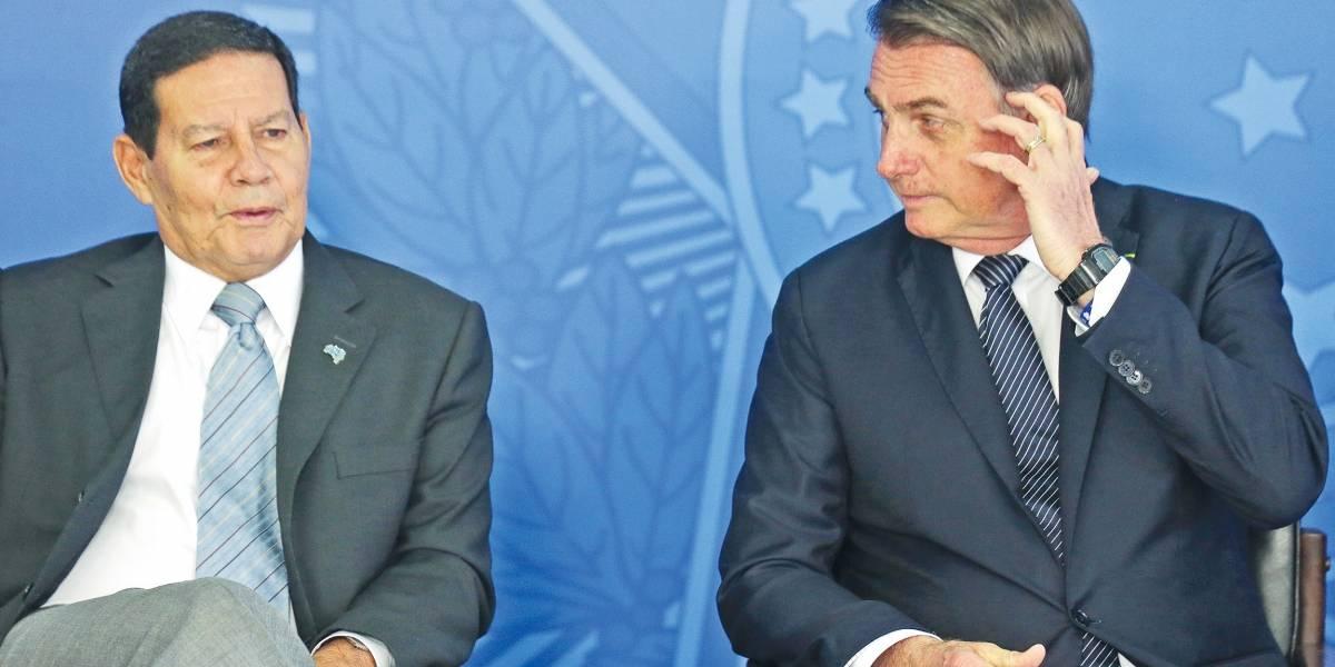 'Farpas' entre Carlos Bolsonaro e Hamilton Mourão colocam em xeque papel do vice