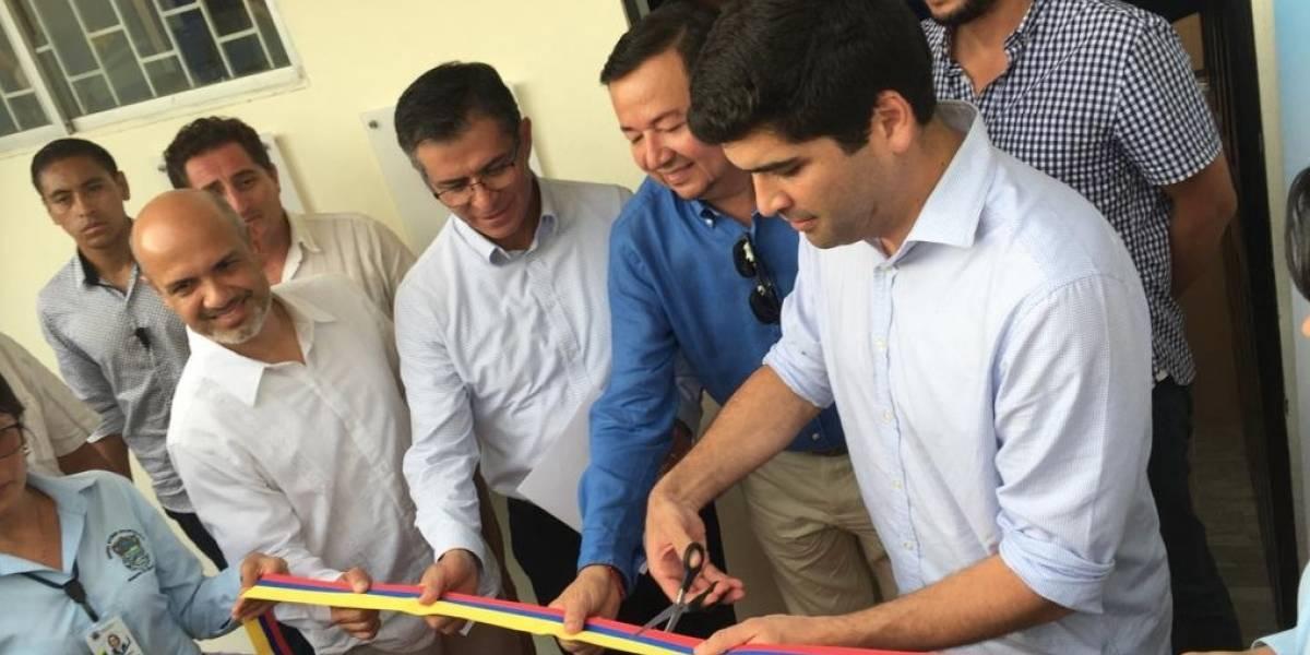 Claro apoya la inauguración de un infocentro en Santa Cruz