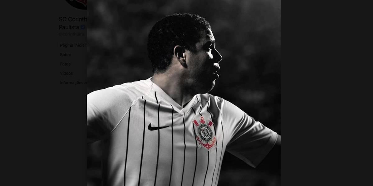 Ronaldo apresenta nova camisa do Corinthians e brinca: 'Essa é um número maior'