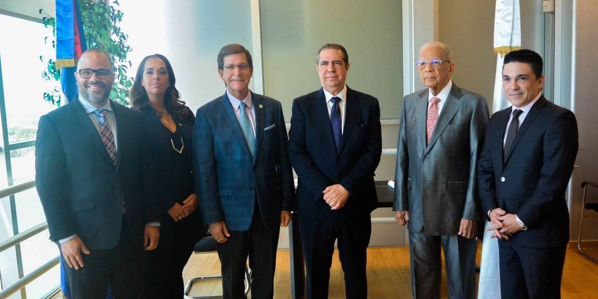Secretario de Estado y delegación del Gobierno de Puerto Rico visitan Ministro de Turismo RD
