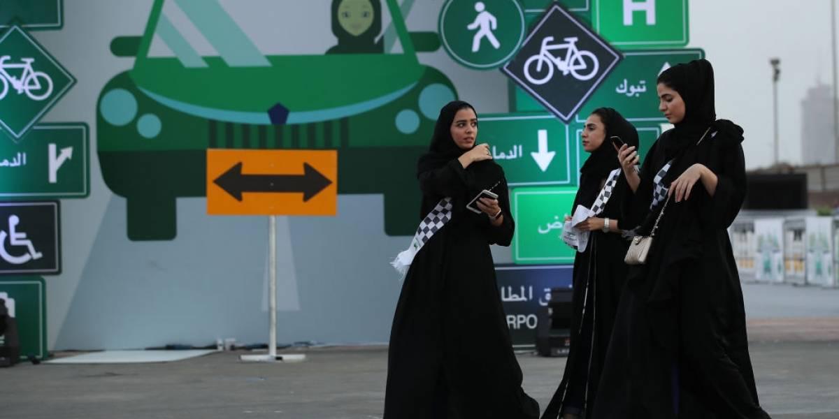 Mujeres saudíes piden que se elimine una aplicación machista que permite que sean rastreadas por sus familiares