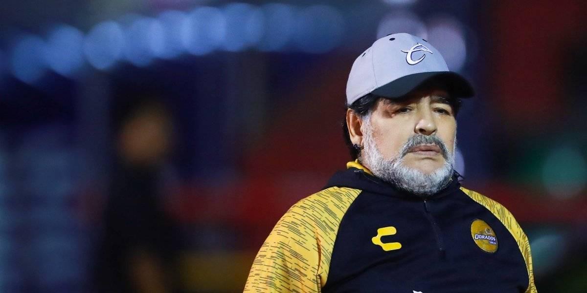 El lujo de Diego Maradona sentado que le da la vuelta al mundo
