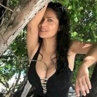 Salma Hayek recuerda su embarazo con foto en topless