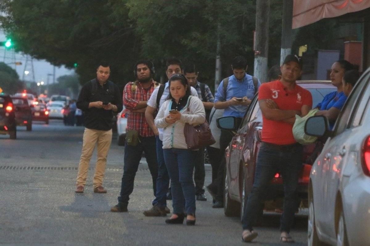 Paro en transporte público de Monterrey afecta a usuarios