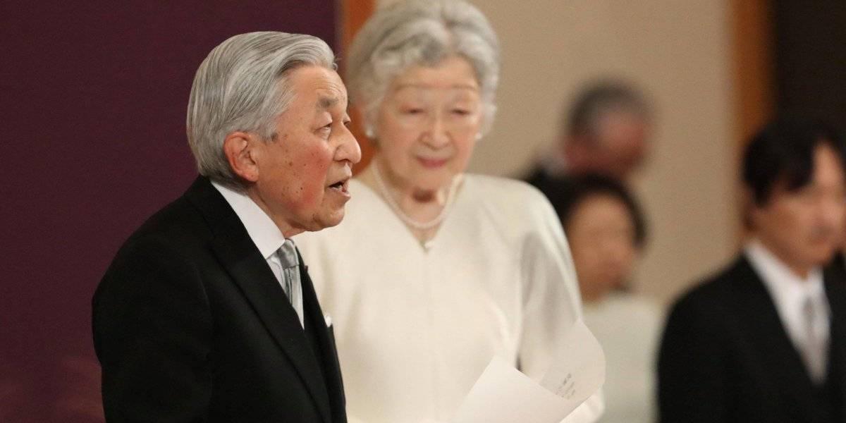 Após três décadas no poder, imperador do Japão abdica do trono