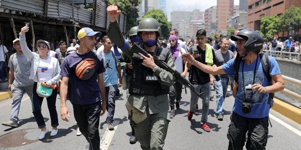 Líderes mundiais dividem apoio entre Guaidó e Maduro na Venezuela