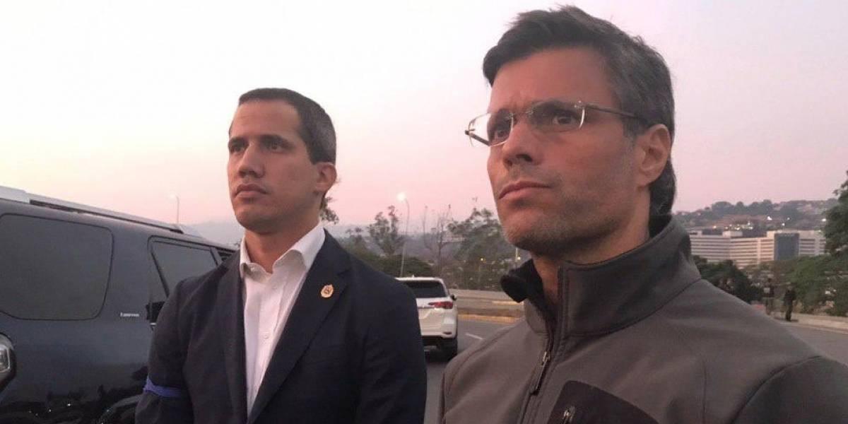"""Alzamiento militar en Venezuela: Juan Guaidó llama a los """"soldados valientes"""" a levantarse contra Maduro tras liberación de Leopoldo López"""