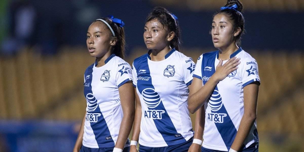 Jugadora del Puebla rompe en llanto después de marcar autogol en Liguilla